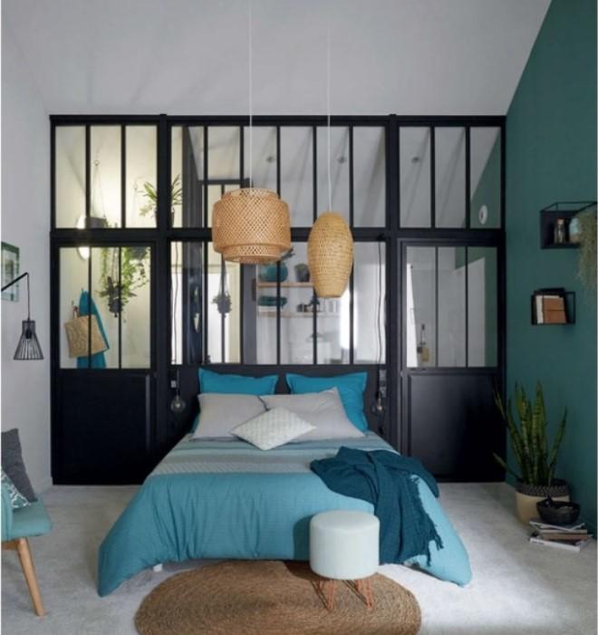 Glaz dans la chambre avec le bleu turquoise