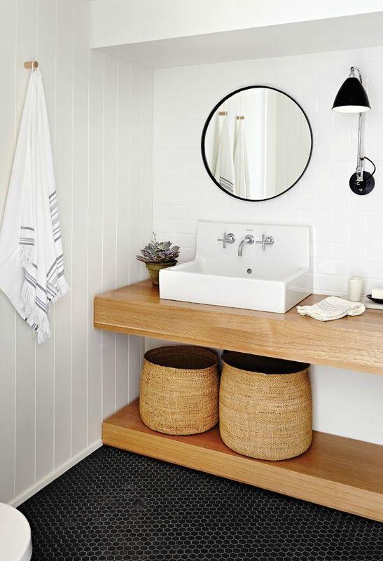 Petite salle de bain avec petit carrelage